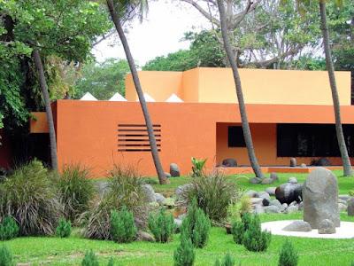 บ้านโมเดิร์นสีส้ม