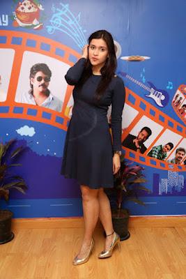 Mannara Chopra hot, hot pics of actress, hd wallpapers android