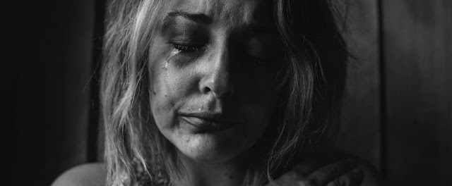 تفسير البكاء بحرقة في المنام 2018 تفسير حلم البكاء بدموع