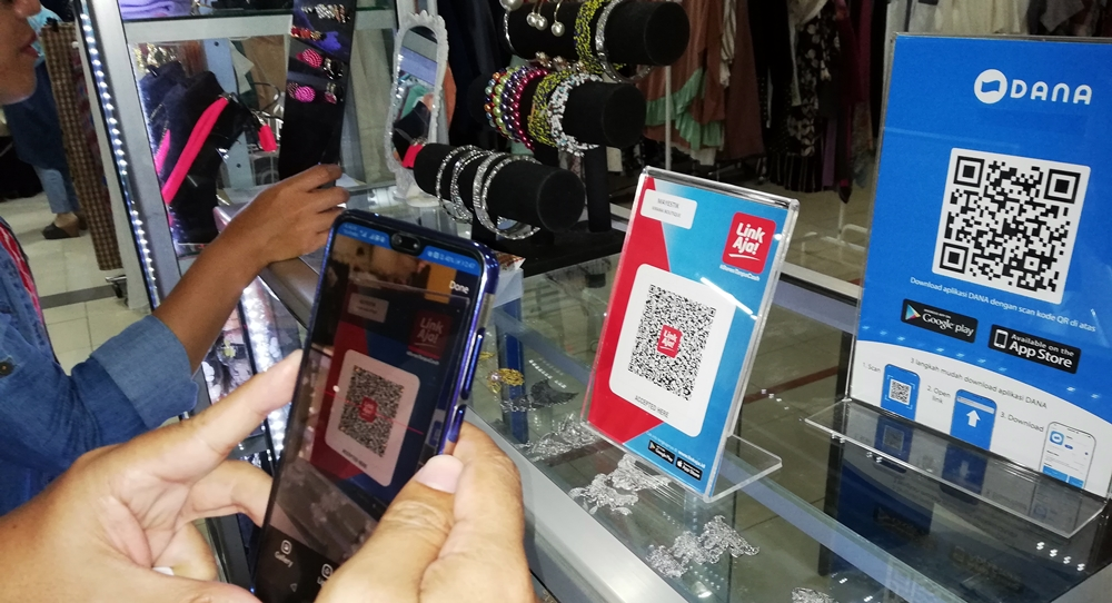 Pembayaran dengan QR Code LinkAja pakai aplikasi DANA