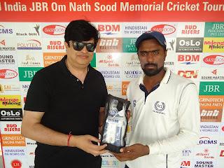 ओम नाथ सूद स्मृति क्रिकेट टूर्नामेंट : रणजी खिलाड़ी राहुल डागर को मैन ऑफ द मैच दिया