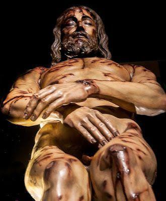 Cristo fue crucificado muerto y sepultado resucito al tercer dia de entre los muertos