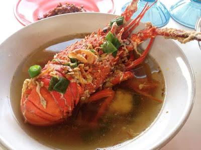 gurih dan nikmatnya sup lobster di pantai linau