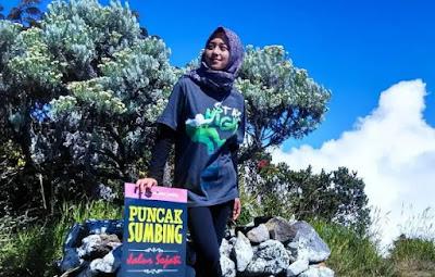 Pakaian untuk Pendaki Wanita Berhijab