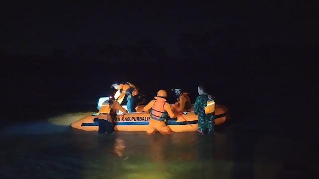 Aksi Heroik Penyelamatan 2 warga Terjebak Banjir di Tengah Sungai Klawing