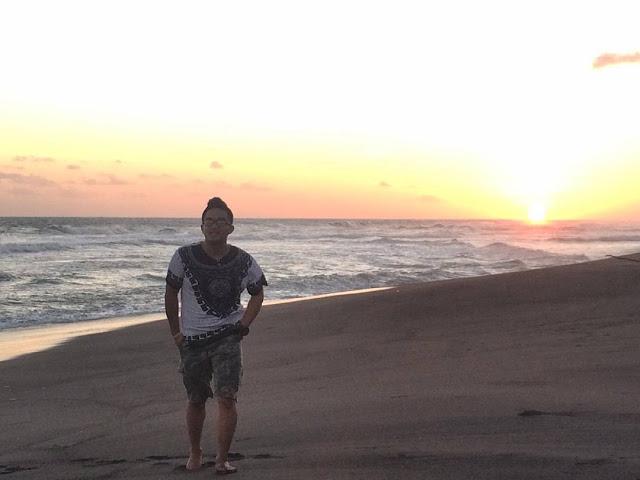 foto sunset di pantai goa cemara