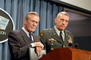 Donald Rumsfeld και Tommy Franks