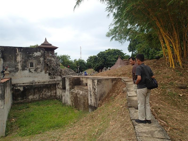 Jalan-Jalan Sore ke Gua Sunyaragi Cirebon