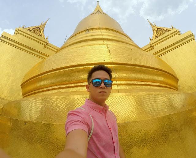 Phra Si Rattana Chedi (Golden Stupa) in Wat Phra Kaew Bangkok, Thailand