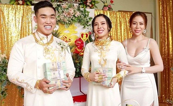 Cô dâu chú rể chụp ảnh cùng chị gái (ảnh internet)