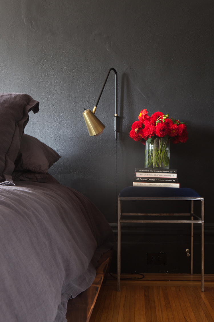 detalle pared negra dormitorio