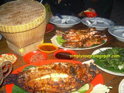 I eat a lot too. Tsk tsk tsk. Thin body but large capacity stomach. Heihieiehiehiee. Photo of Asep Haryono