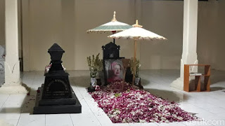 Bersama Gibran, Jokowi Ziarah ke Makam Orang Tua di Karanganyar Malam Ini