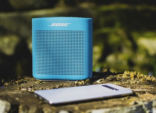 Mengubungkan Beberapa Speaker Bluetooth dan Handphone ke Satu Telpon