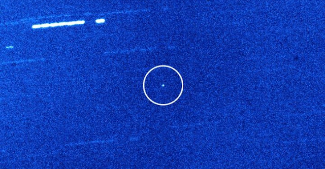 This is the interstellar object 'Oumuamua (circled) as seen by the 4.2m William Herschel Telescope on La Palma. Background stars and galaxies appear as streaks due to the telescope following 'Oumuamua as it moved across the sky. Credit: A. Fitzsimmons, QUB/Isaac Newton Group, La Palma.