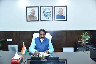 केंद्रीय मंत्री नारायण तातू राणे और राज्य मंत्री भानु प्रताप सिंह वर्मा ने आज सूक्ष्म, लघु और मध्यम उद्यम मंत्रालय का कार्यभार संभाला Union Minister Narayan Tatu Rane and Minister of State Bhanu Pratap Singh Verma took charge of the Ministry of Micro, Small and Medium Enterprises today.