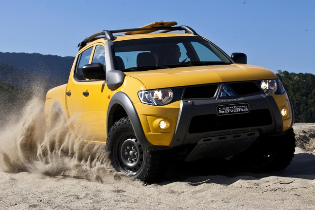 car in Mitsubishi L200 Triton 2013