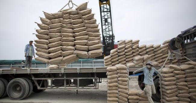 SMCB SMBR INTP INTP - SMBR - SMCB   Produsen Semen Menaggung Biaya Produksi Tinggi