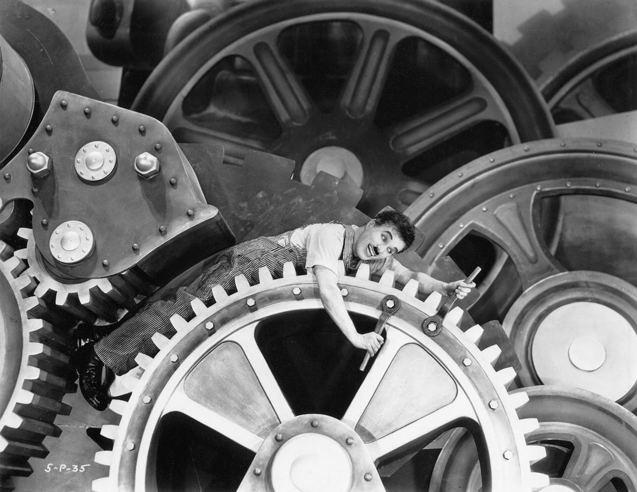 Charlie Chaplin – Modern Times – the Machine