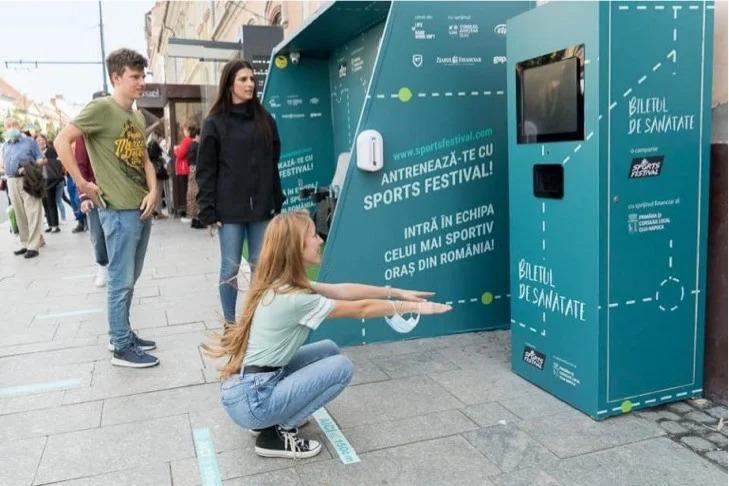 Gobierno de Rumania te regala el boleto del autobús si haces 20 sentadillas frente a esta máquina