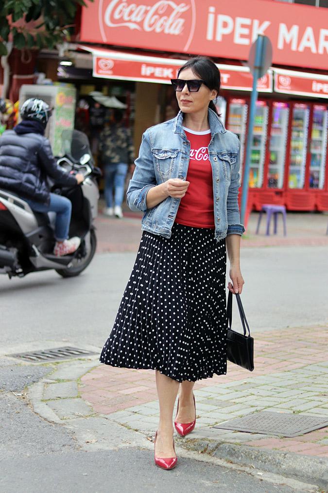 czerwony tshirt stylizacje damskie