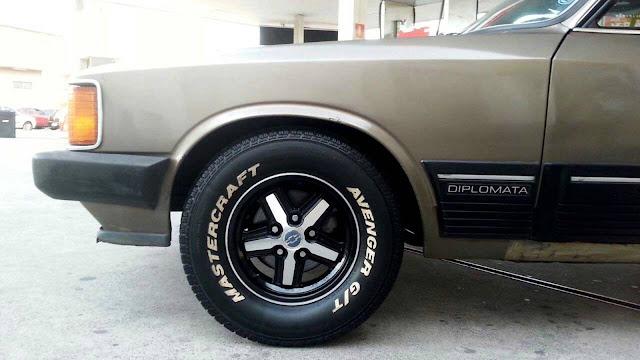 Chevrolet Opala com rodas Cruz de Malta