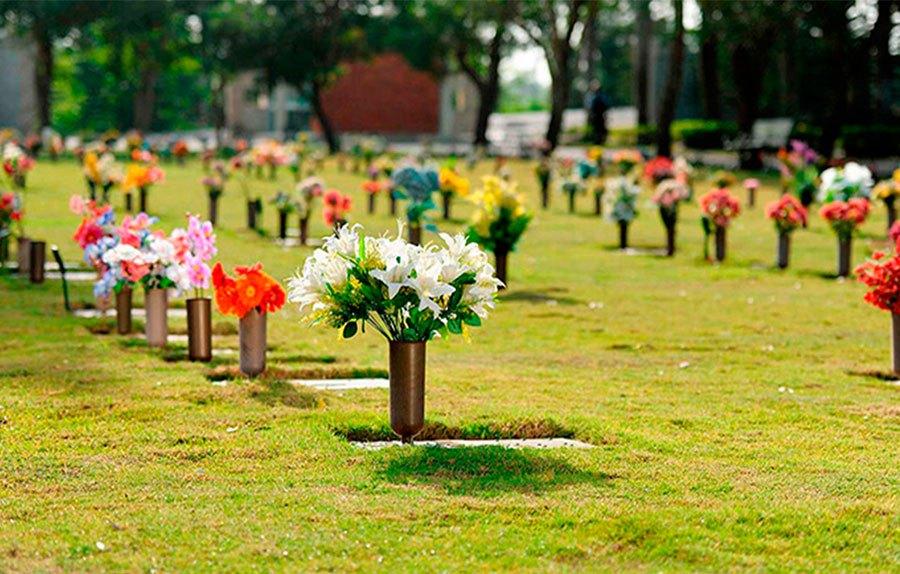 Parque cementerio puerta del cielo realizar misa el for Cementerio jardin memorial