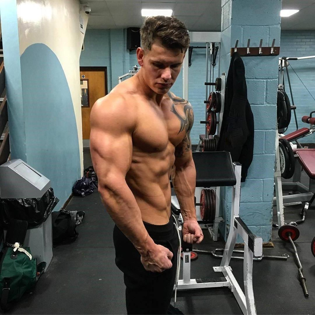 sexy-shirtless-gym-hunk-luke-hayes-triceps-flex