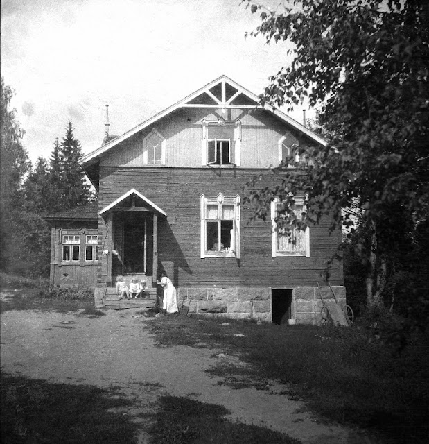Emil's negatives from early 1900s finally scanned - paperiaarre.com