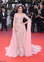 Sonam Kapoor looks stunning in Cannes 2017 019.jpg