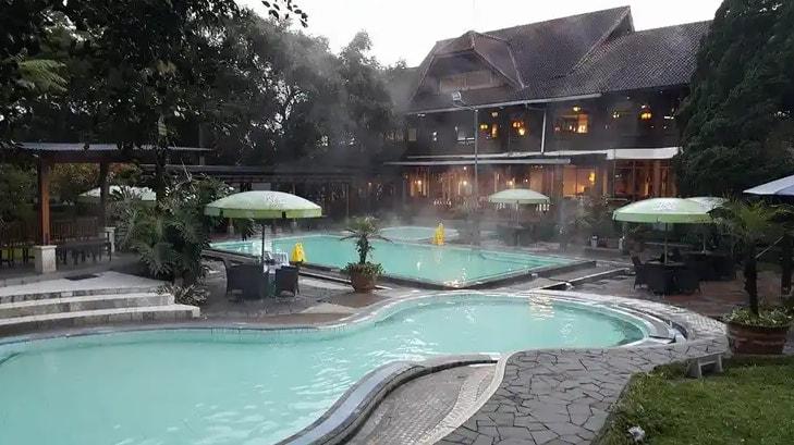 Hotel Dengan Fasilitas Kolam Pemandian Air Panas (Sari Ater)