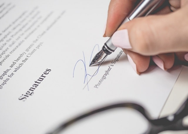 how to get business contract signed