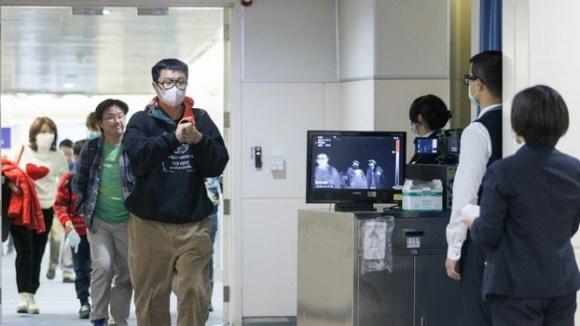 Uống thuốc hạ sốt để qua cửa an ninh sân bay, cặp chị em nhiễm Covid-19 thực hiện kế hoạch về nước trót lọt nhưng không thoát khỏi tù tội