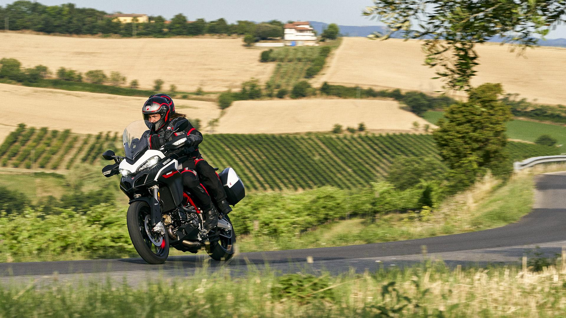 Ducati MTS-950-S- India MotorZest 2