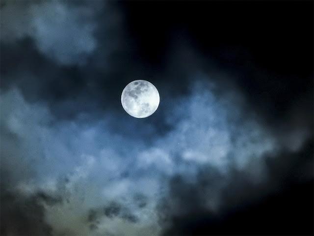 Lua indo embora da Terra