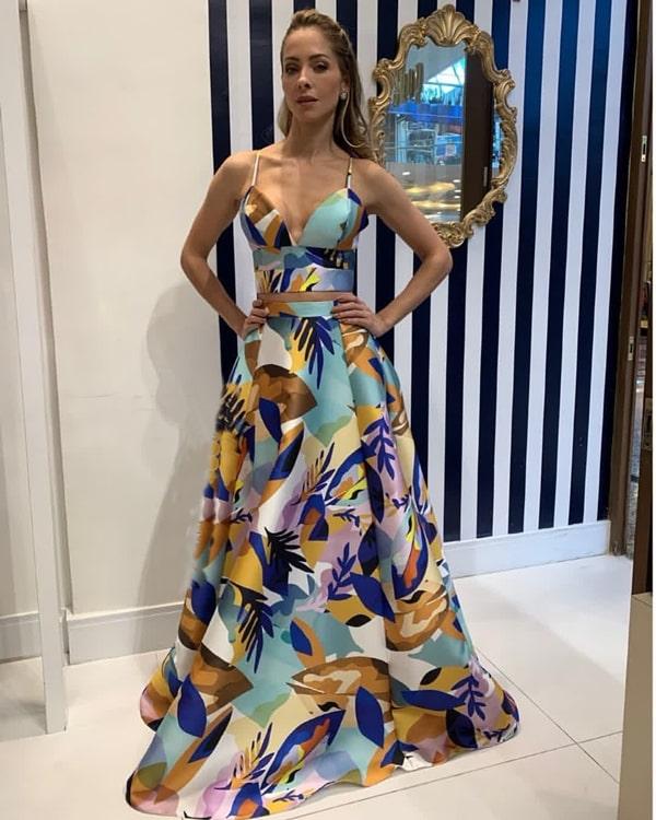 vestido estampado cropped para festa de casamento