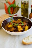 (Chili z chorizo i ziemniakami