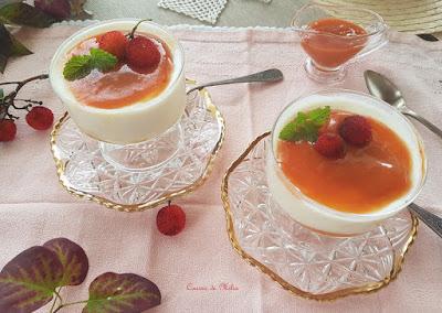 Panna cotta de yogur con coulis de madroños