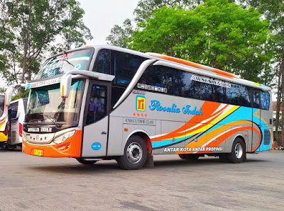 Foto Bus Rosalia Indah SHD398