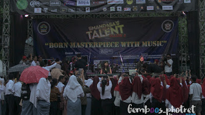 Robi Handoyo dan Reyna Qotrunnada Sukses Meriahkan Smandasa Got Talent 2018
