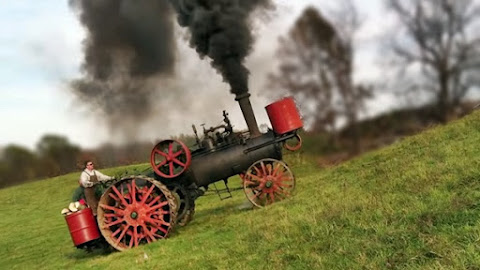Trator à vapor FUMAÇA morro