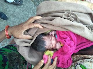 जौनपुर : चलती ट्रेन में महिला ने बच्ची को दिया जन्म