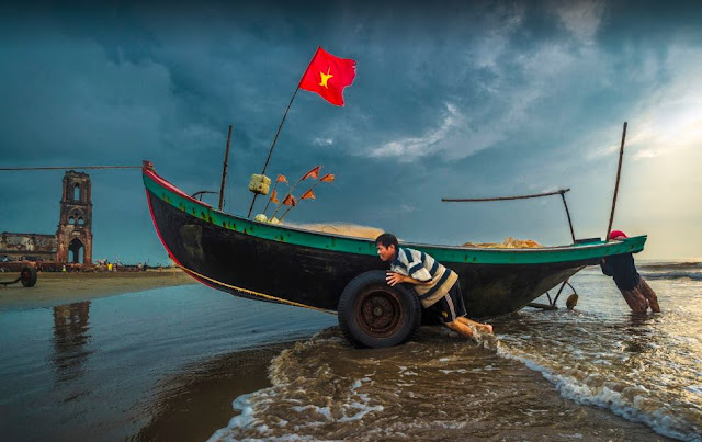Biển quê em - Những thước phim tuyệt đẹp tại nhà thờ đổ Hải Lý (Ảnh: Nhà thờ đổ quán)