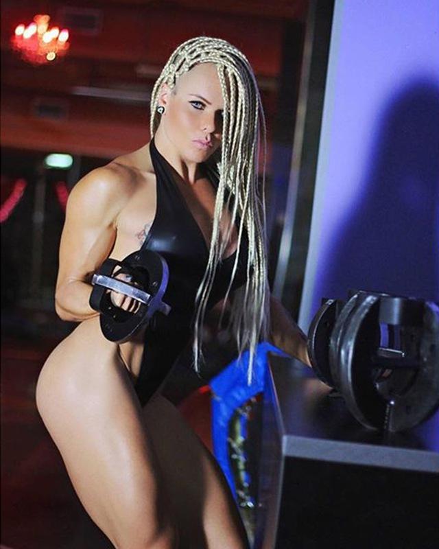 Brazil Fitness model Larissa Reis Instagram photos