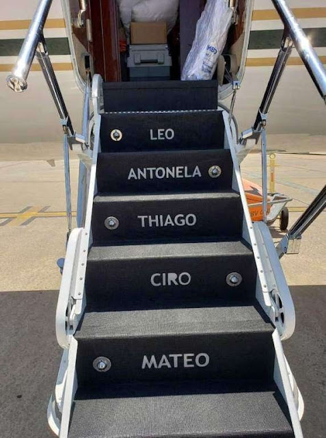 Messi-got-his-full-family's-name-on-the-plane-stairs