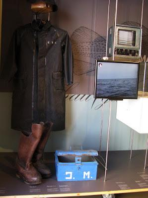 Roupa de pescador e antiga marmita expostos no Centro Interpretativo da Afurada