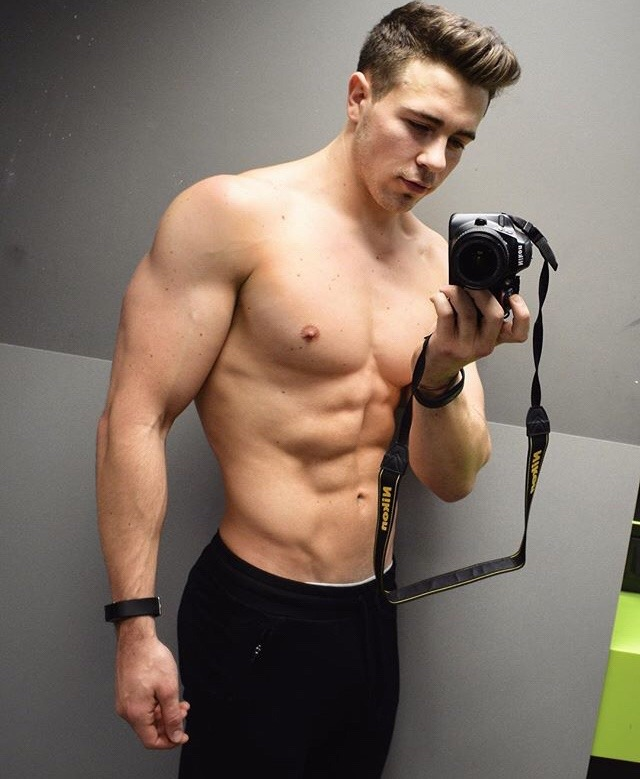 sexy-shirtless-beefy-young-guy-huge-arms-naughty-sexy-selfie