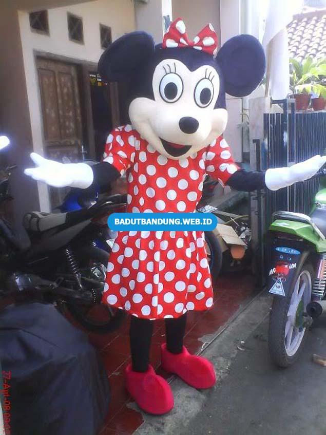 Badut Minnie Mouse