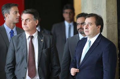 Bolsonaro é gay? Deputado Rodrigo Maia insinua que sim, mas que não há problema nisso