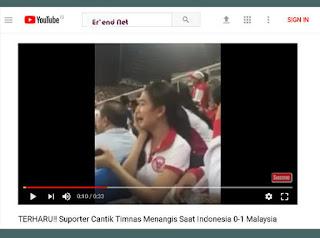Suporter Cantik Timnas Indonesia Menangis